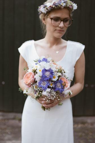 Brautkleid und Blumen - Bild von Hochzeitsfotograf Hamburg myfunkyweding