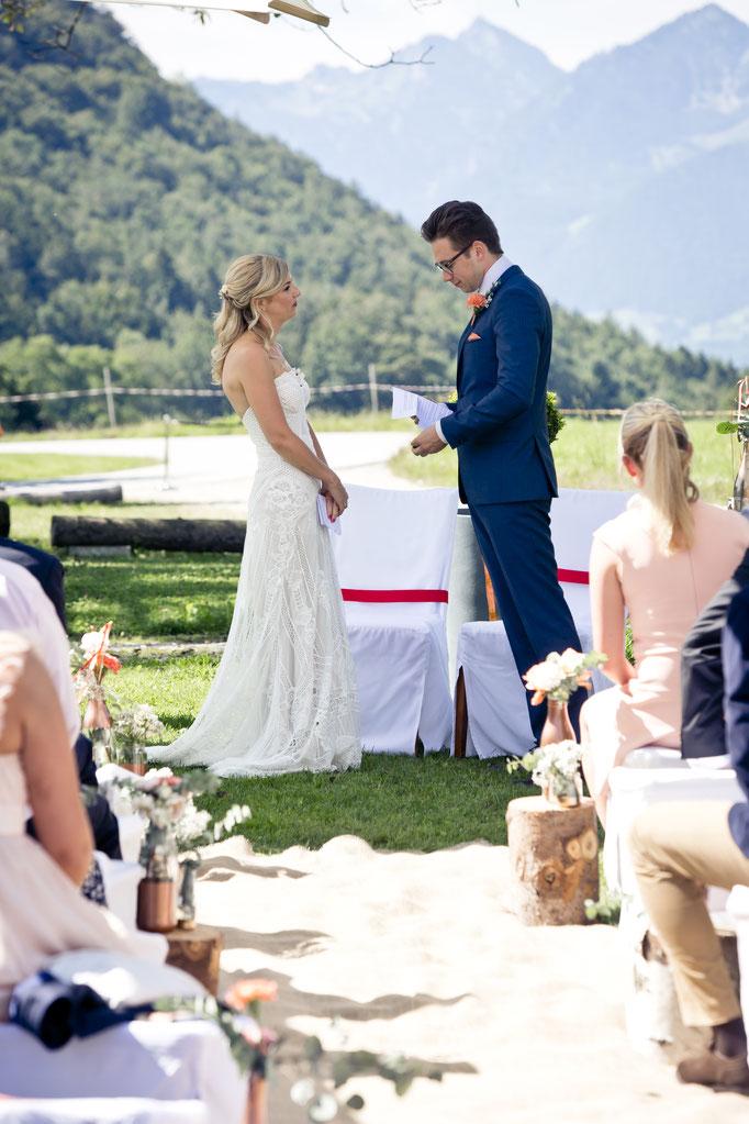 Braut und Bräutigam geben sich ihr Eheversprechen