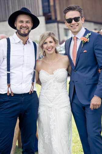 Brautpaar mit Trauredner Johann-Jakob Wulf von Strauß & Fliege