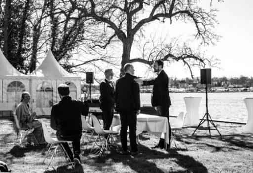 Hochzeit unter freiem Himmel mit Hochzeitsredner von Strauß & Fliege