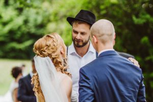 Hochzeit unter freiem Himmel mit Hochzeitsrednerin von Strauß & Fliege