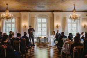 Freie Trauung im Schloss mit Hochzeitsredner von Strauß & Fliege
