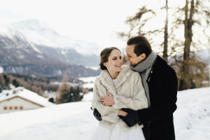 Freie Trauung im Schnee | Winterhochzeit mit Traurednern | Strauß & Fliege