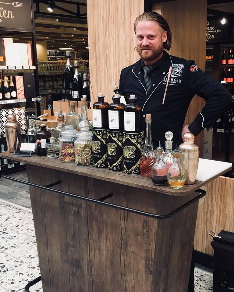 Hochzeitsmesse Rosenheim mit Strauß & Fliege Traurednern: Liquid Agentur Service, Cocktailbar
