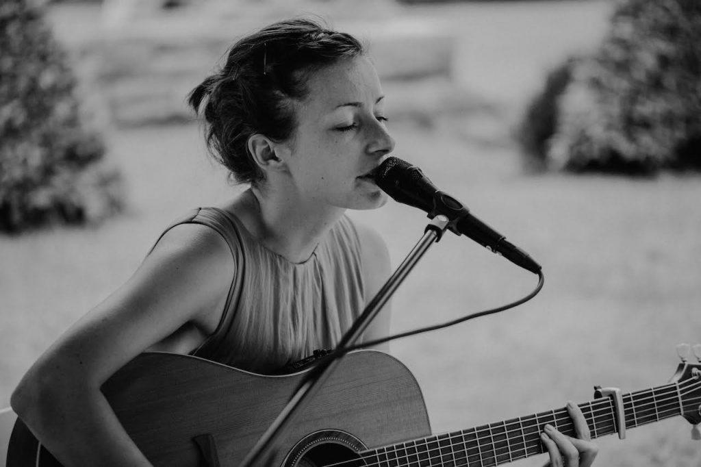 Schöne Lieder auf einer freien Trauung mit Susann