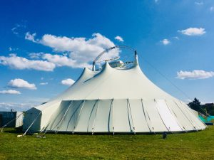 Feiert jetzt Eure Traumhochzeit in diesem Zelt!