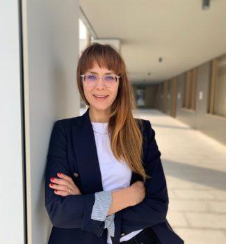 Traurednerin München: Veronika freut sich, mit Euch Eure freie Trauung zu gestalten