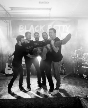"""Eure Hochzeitsband heißt """"Black Betty"""""""