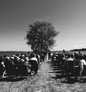 Traumhafte freie Trauung im Freien mit Hochzeitsrednern von Strauß & Fliege