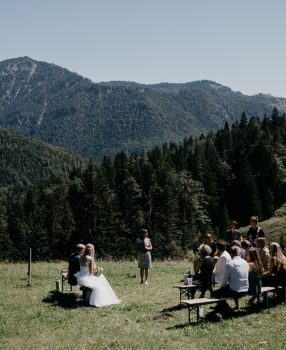 """Hochzeitsrednerin Gaby: """"Das Chiemgau eignet sich hervorragend für freie Trauungen!"""""""