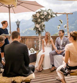 Strauß & Fliege Rednerin Melanie auf einer wunderschönen Berghochzeit