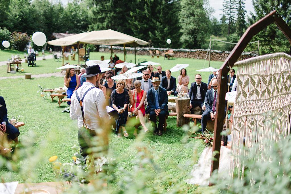 Freie Trauung auf einer Sommerwiese mit Redner Johann-Jakob Wulf