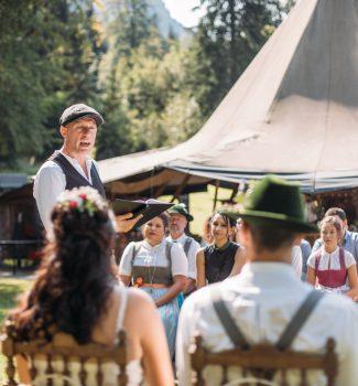 Trauredner Marco Böhlandt von Strauß & Fliege hält eine wunderschöne Traurede