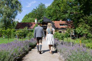Freie Trauung mit Brautpaar in bayerischer Tracht