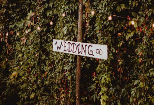 Hochzeitsschild für freie Trauung im Schrebergarten Berlin