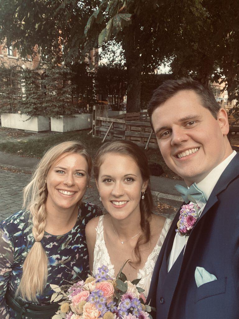 Freie Traurednerin und Standesbeamtin Anna Hölzl von Strauß & Fliege