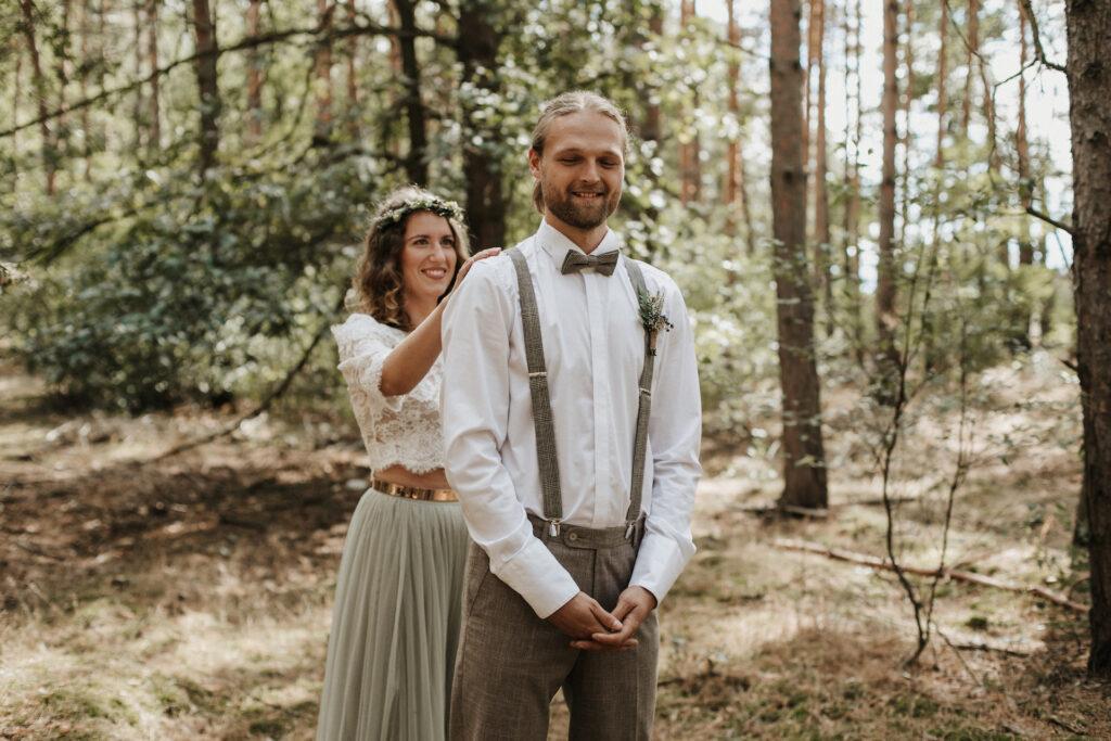 Boho Brautpaar Hochzeit im Wald