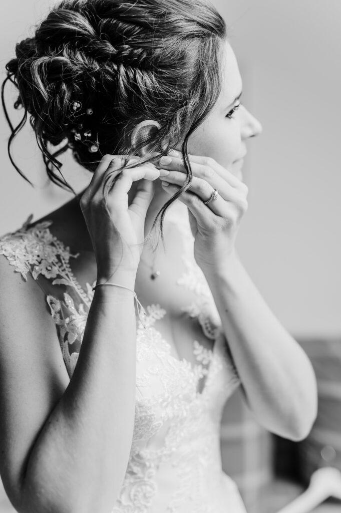 Braut beim Getting Ready vor der Hochzeit