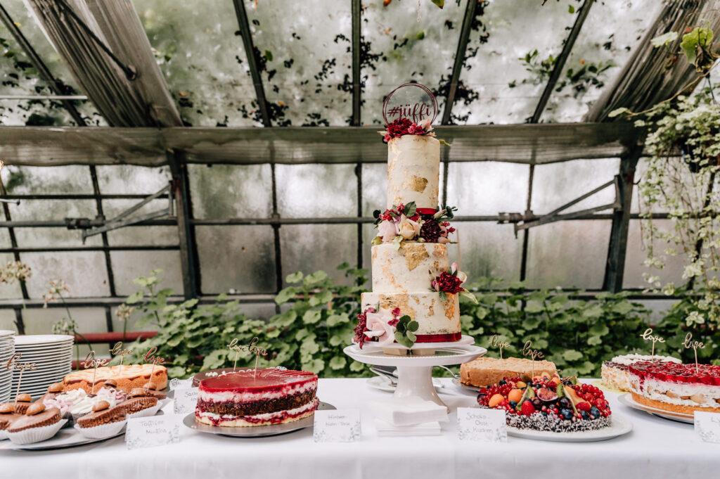 Hochzeitstorte und Candy Bar Boho Dekoration