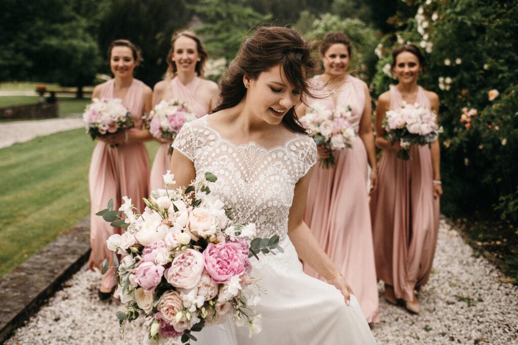 Braut und Brautjungfern in alrosa rose