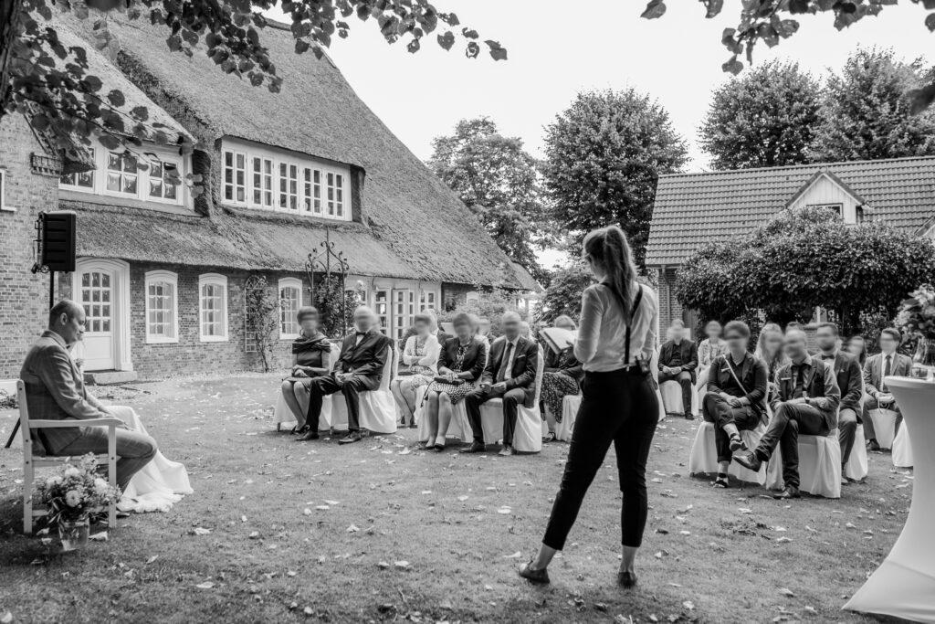 Traurednerin Berlin Linda Stelzner begeistert die Gäste | Strauß & Fliege