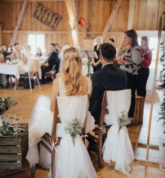 Traurednerin Tegernsee   Hochzeitsrednerin Nicola Pendelin   Strauß & Fliege