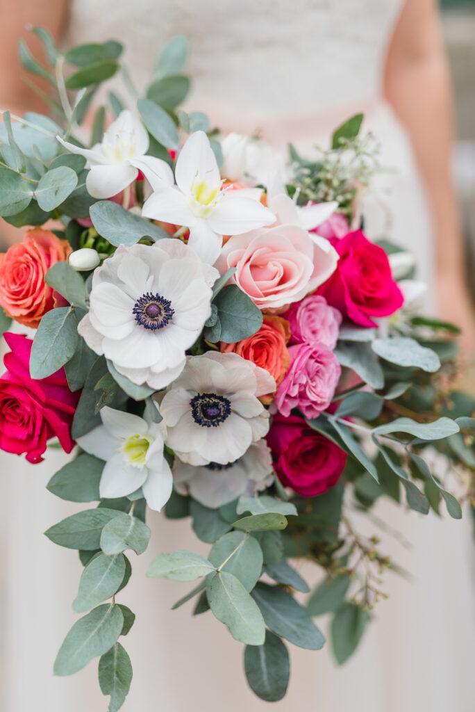 Brautstrauß modern   Blumenstrauß Hochzeit   Strauß & Fliege