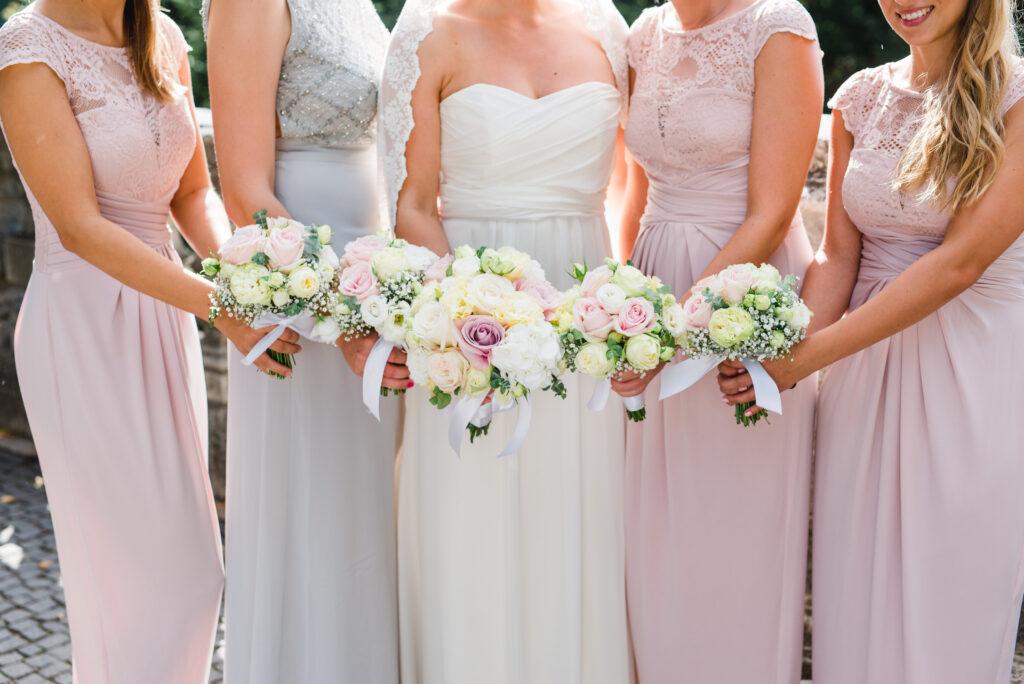 Brautstrauß   Blumenstrauß Brautjungfern   Strauß & Fliege