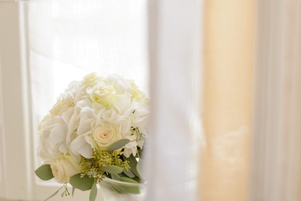Brautstrauß weiß | Blumenstrauß Hochzeit | Strauß & Fliege