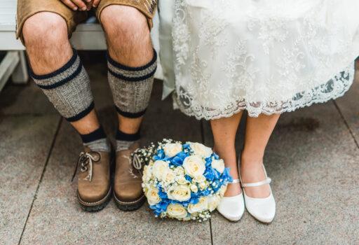 Brautstrauß blau   Blumenstrauß Trachtenhochzeit   Strauß & Fliege