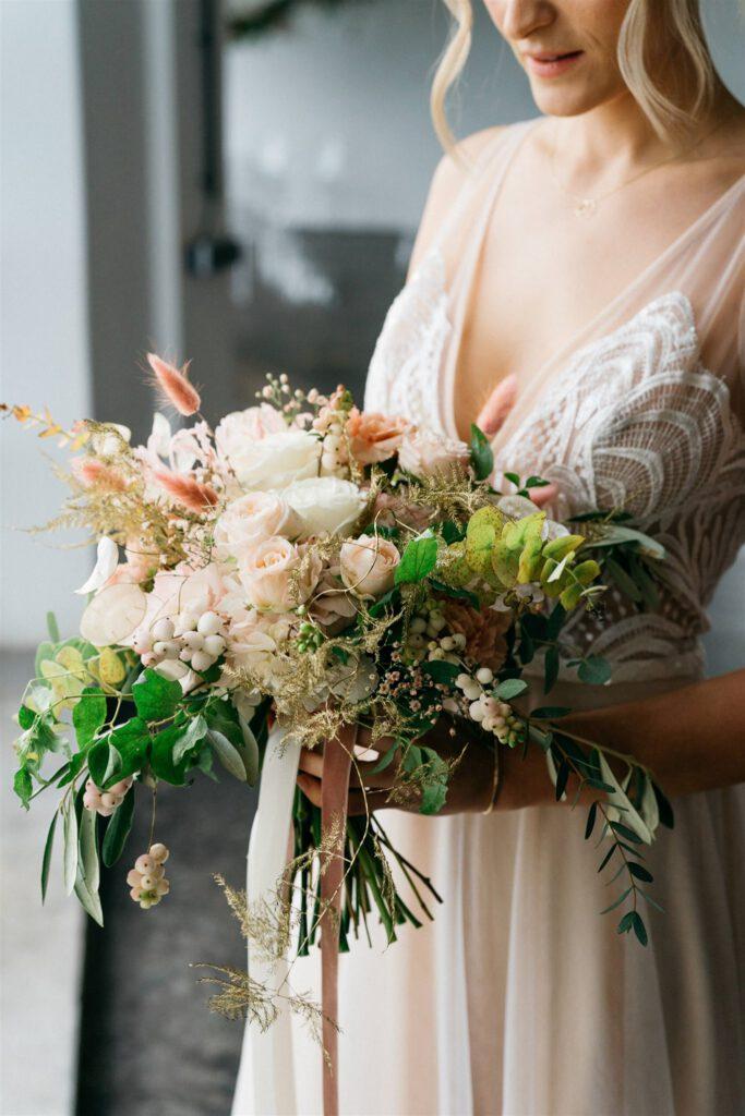 NY Style Brautkleid | Freie Trauung | Strauß & Fliege